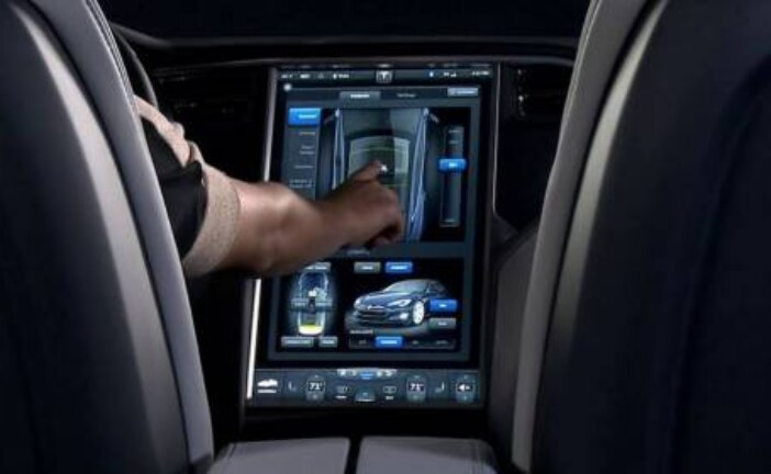 В автомобилях Tesla передачи будут переключаться свайпами