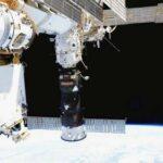 Экипаж МКС нанес слой герметика на вторую трещину в российском модуле