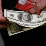 В кошельках россиян выросло количество свободных денег: карманные парадоксы