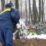 В Вышнем Волочке ночью у кладбища задержали патологоанатомов с выкопанным трупом