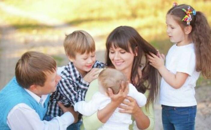 Выплаты многодетным семьям в 2021: какие существуют и как их оформить